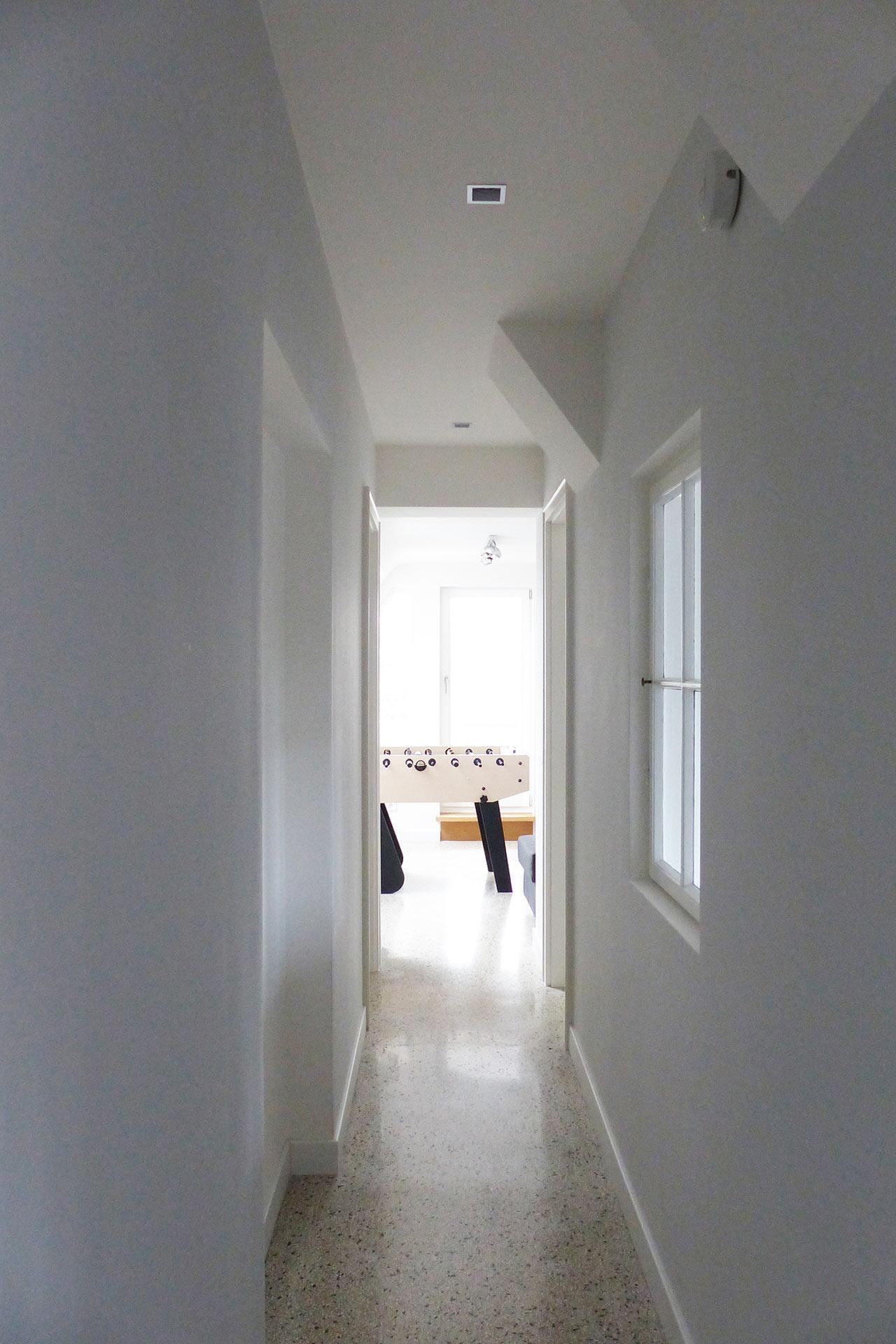 """Strobel Architekten   Projekt """"Haus ASH01"""" Flur2"""
